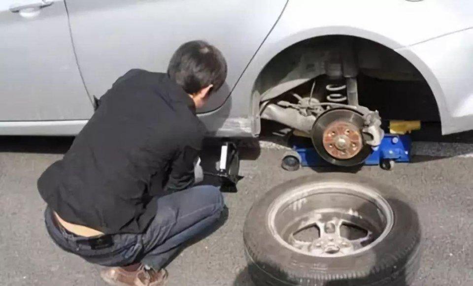 为什么厂家不给汽车配置全尺寸备胎?仅仅是为了省钱吗?