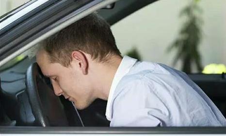开车犯困时怎么办?老司机:学会这几招,让你犯困不再只有红牛!