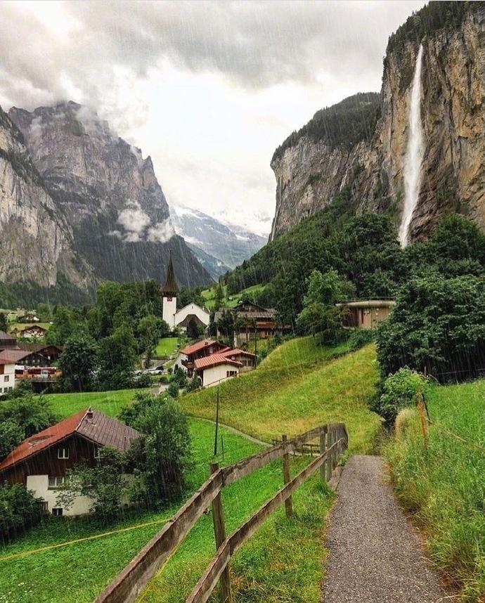 美仑美奂的瑞士小镇 劳特布鲁恩