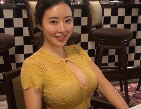 刘强东事件插曲:凤姐带来一组女主照片,网友:难为东哥了!