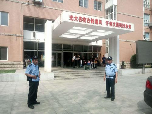 红桥分局组织民警对文招生现场进行安保