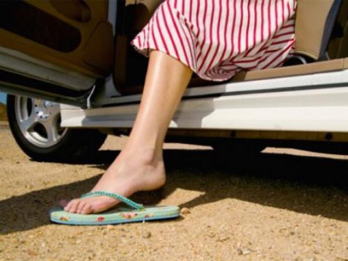 90后孕妈穿拖鞋开车出事故,交警:这样的人不配为人父母