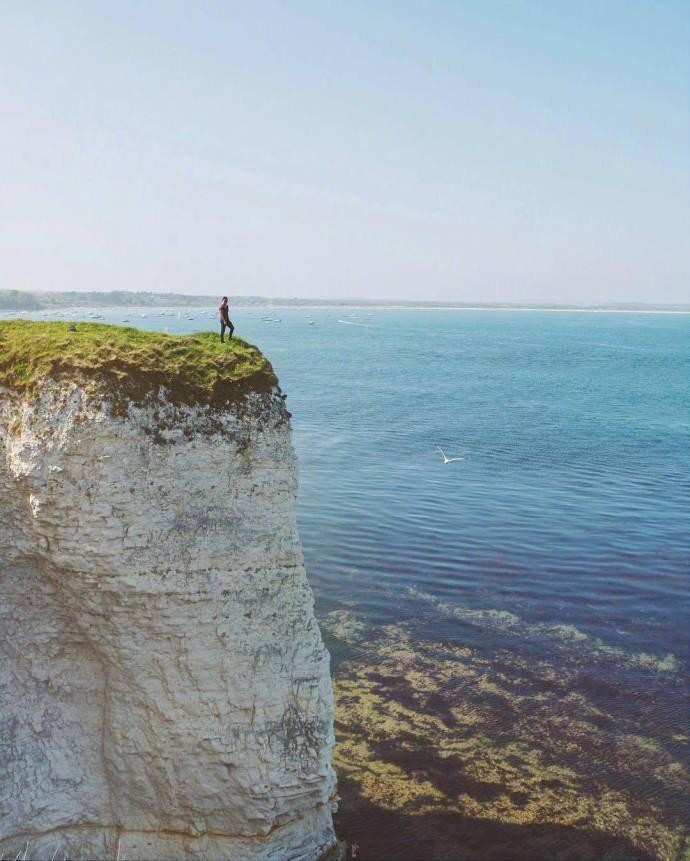 像巨大抹茶蛋糕的英国白崖