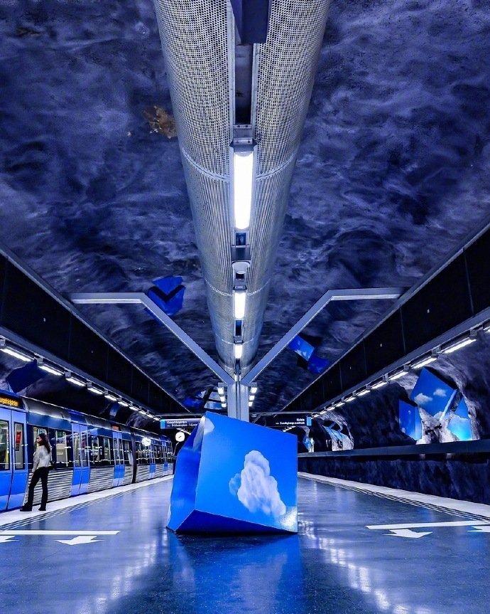 瑞典斯德哥尔摩地铁站,被称为世界上最大的地铁艺术博物馆
