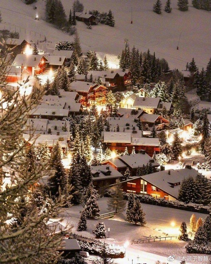 瑞士的雪夜仿佛童话世界一般