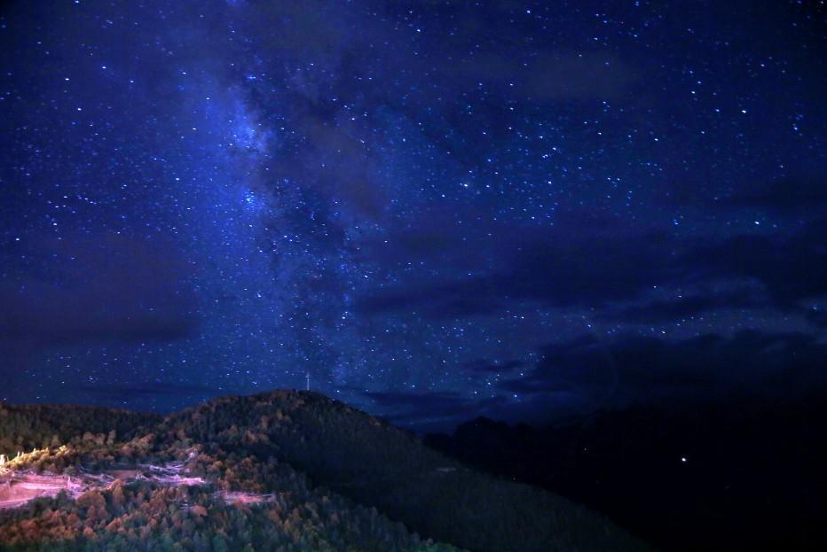 怀念那些小时候在外婆家抬头就能看到星空的夜晚