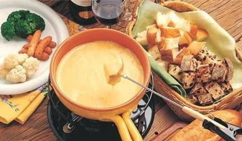 """瑞士的奶酪火锅口味独特,网友:比螺蛳粉还""""重口味"""""""