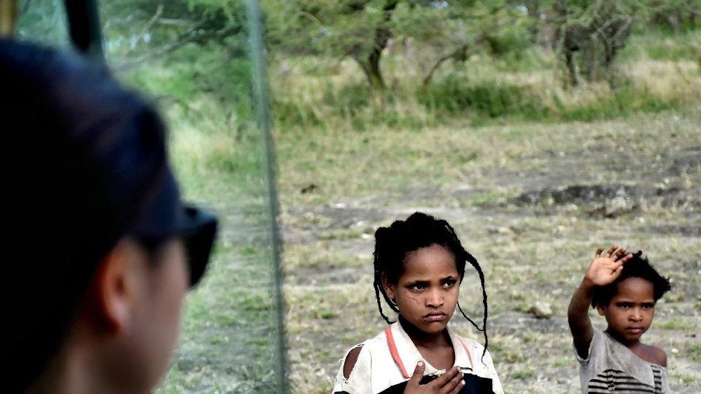 在非洲 只需要把这两样东西送给孩子就足够了!