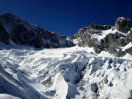 靛蓝  暖阳  圣洁的玉龙雪山