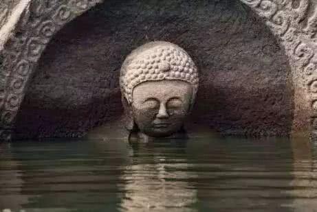江西抚州早年修建的洪门水库,在一次水位下降,发生了神奇的事情