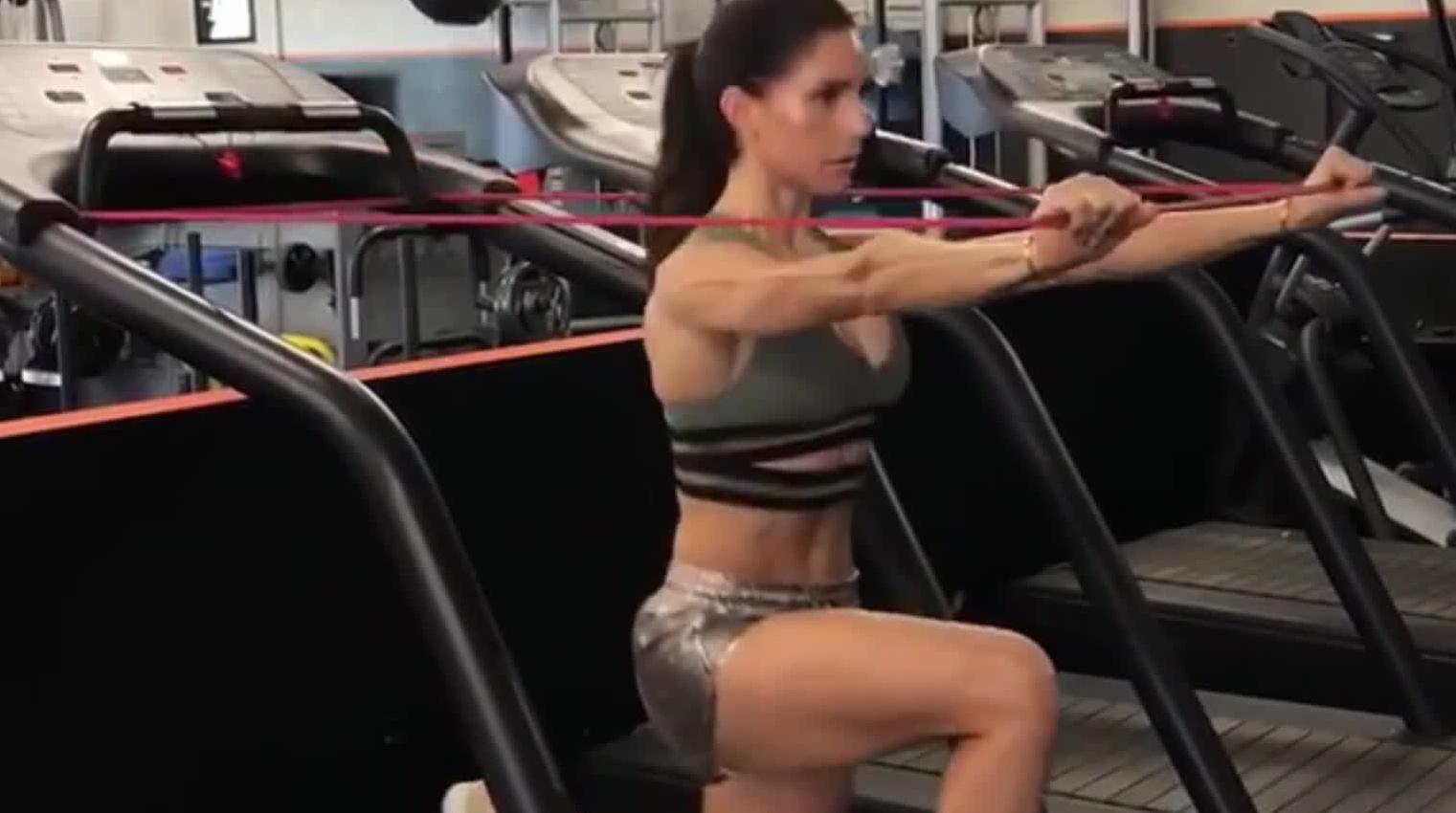 跑步机结合弹力绳训练方案