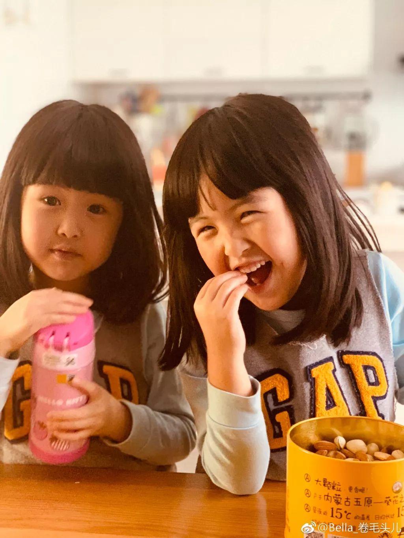 中国双胞胎萌娃有可能要被英国女王约喝下午茶?