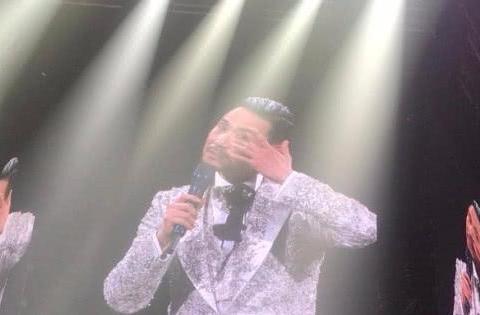歌神张学友哭着不舍演唱会, 长女张瑶华现身第一排与其温馨互动