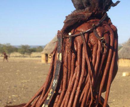 这个部落里的女人一辈子都不洗澡,而且她们还拒绝穿衣服!