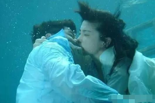 生理期还在水里拍戏的女星,谁最让人心疼?