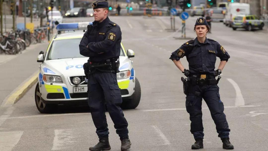 只要你守法,外国的警察温柔的不像话