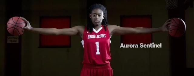 美国又出一篮球天才!是个女孩!手掌宽度近23厘米