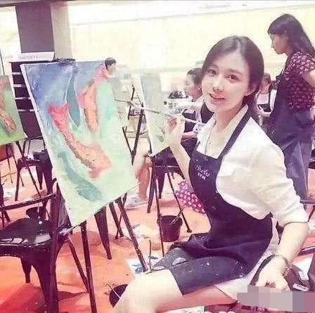 """刘强东事件当事女主美照被曝光, 网友: 比""""奶茶妹妹""""还漂亮"""
