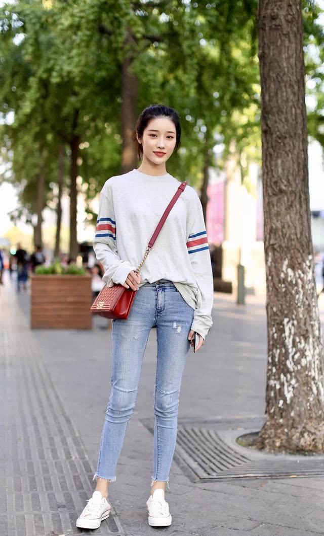 经典不显张扬,牛仔裤塑造更美身姿,恰到好处呈现气质魅力