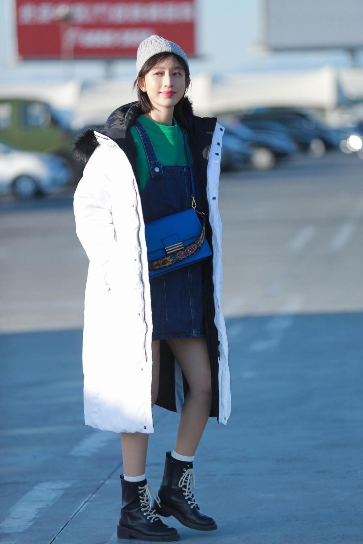 """今年冬天, 不管大衣还是羽绒服, 穿""""大""""一点, 显瘦更时髦!"""