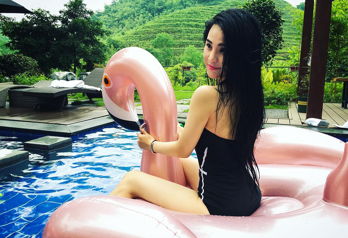 盛夏莫干山,泳池都被比基尼美女霸占啦!