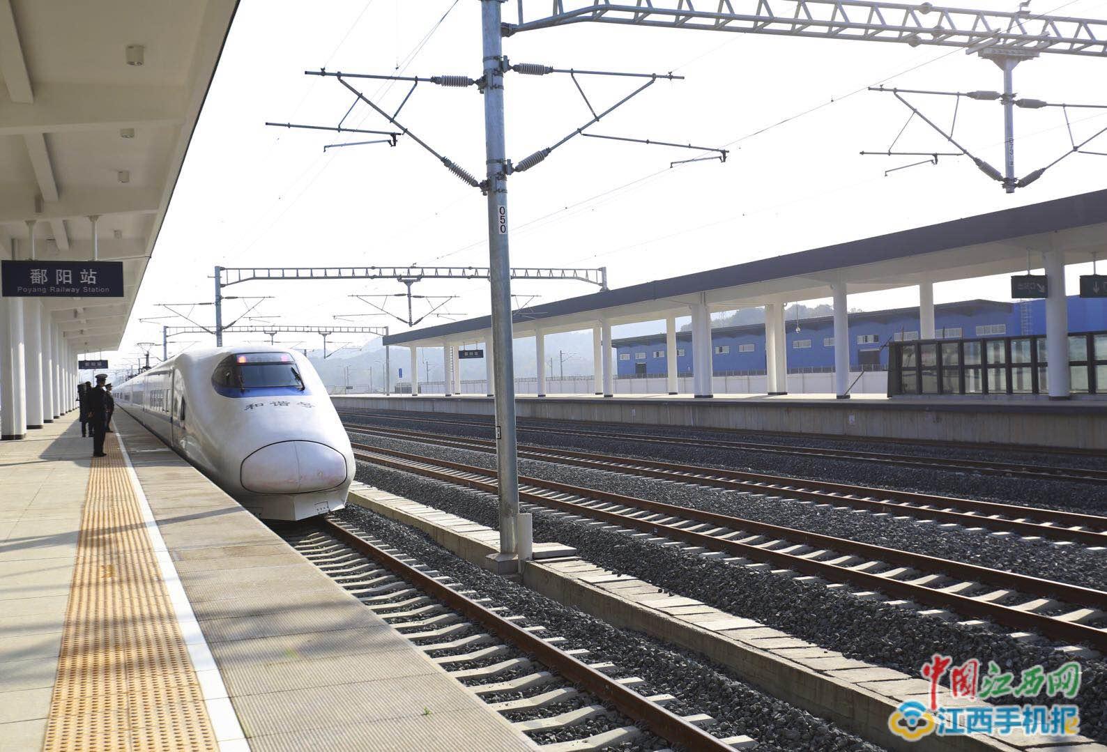 南铁加开广深等方向83对列车助力旅客回家过年