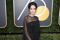 好莱坞女星被统一着装唯靠钻石彩宝搏出位
