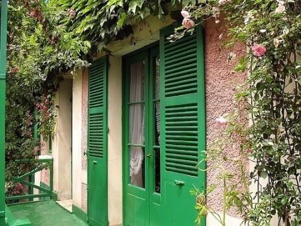 诗情画意的法国吉维尼小镇