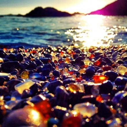 加州布拉格堡的玻璃海滩,像个软糖的感觉,琳琅满目。