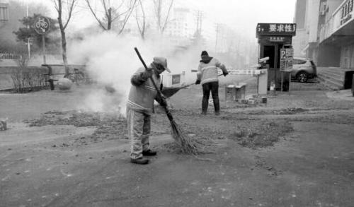 今年春节沈阳恼人的鞭炮垃圾同比减少50%