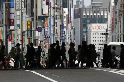 日本中产阶级|日本中产社会是如何崩溃的?