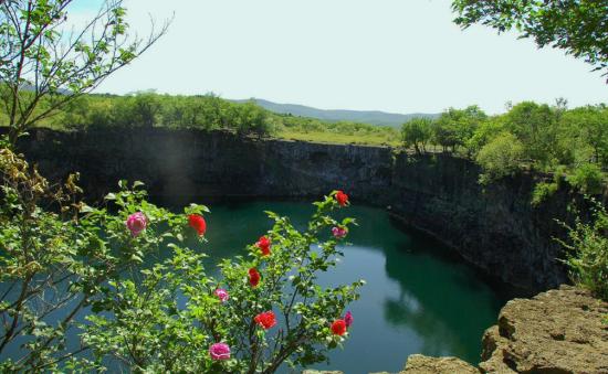 镜泊湖景区(图片来源于网络)