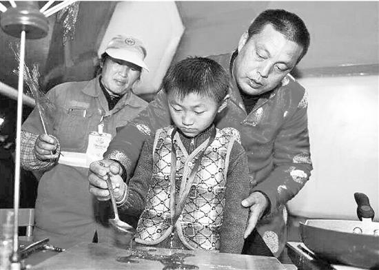在杭环卫工过了14个春节:闲暇时加工衣物改善伙食