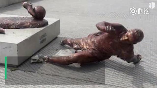 梅西雕像再次惨遭破坏