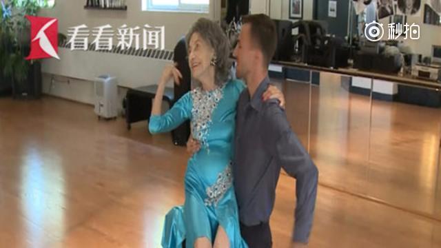 她换过三次髋关节 99岁仍舞姿曼妙