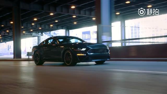 福特野马Bullitt车型在2018北美国际车展上正式亮相,新车是为纪念...