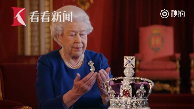 英女王罕见受访 回忆加冕称王冠太重