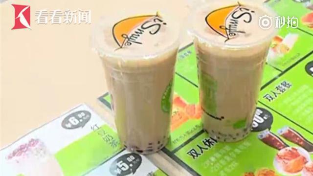 市民点奶茶给扫雪工 老板亲送赠4杯