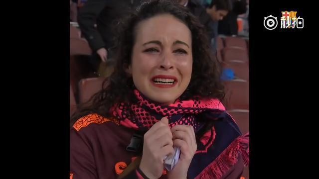 女球迷看到布斯克茨喜极而泣