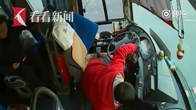 司机突发脑出血 紧握方向盘保住乘客
