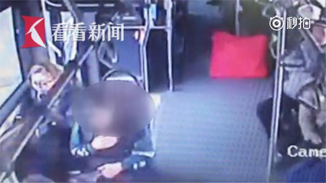 患病乘客晕倒 公交车化身急救车送医