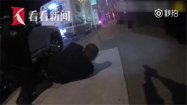 【枪法感人!美国7名警察抓嫌犯 15秒连开65枪一枪未中】近日,旧金山警...