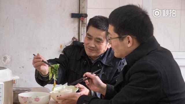 儿子浙大读博父亲当宿管 为省开支每天相聚一起做饭