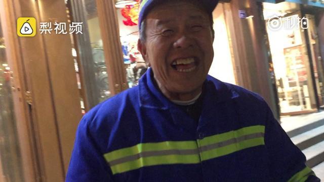 辽宁大爷到南京做环卫工:冬天不冷上班还能逛景区