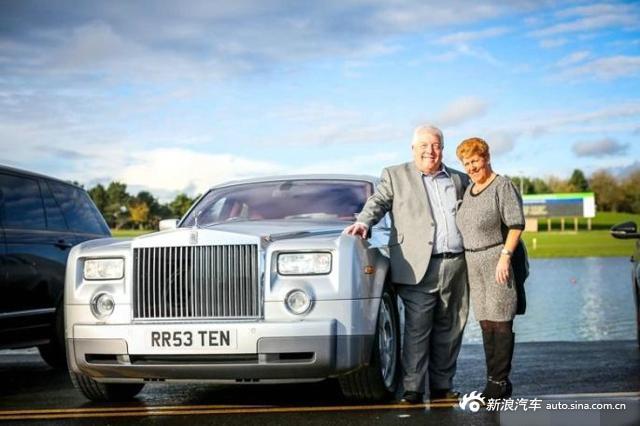 58岁中奖,收藏7辆名车,如今坐豪车环游世界