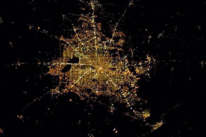 从太空中拍摄的城市夜景
