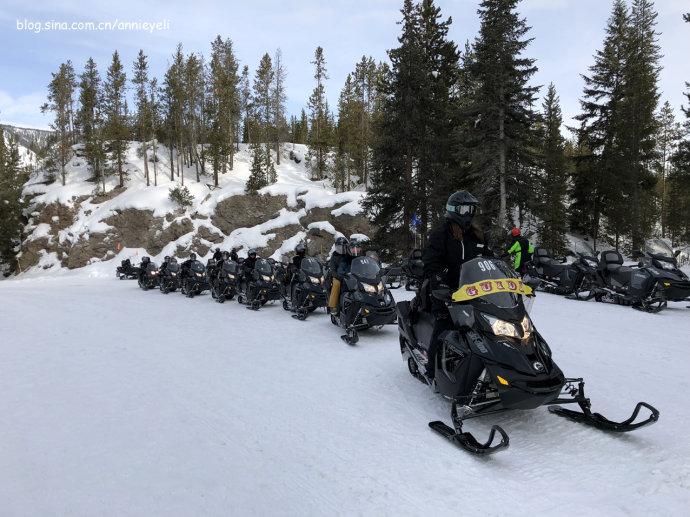 在黄石公园体验一把雪地摩托