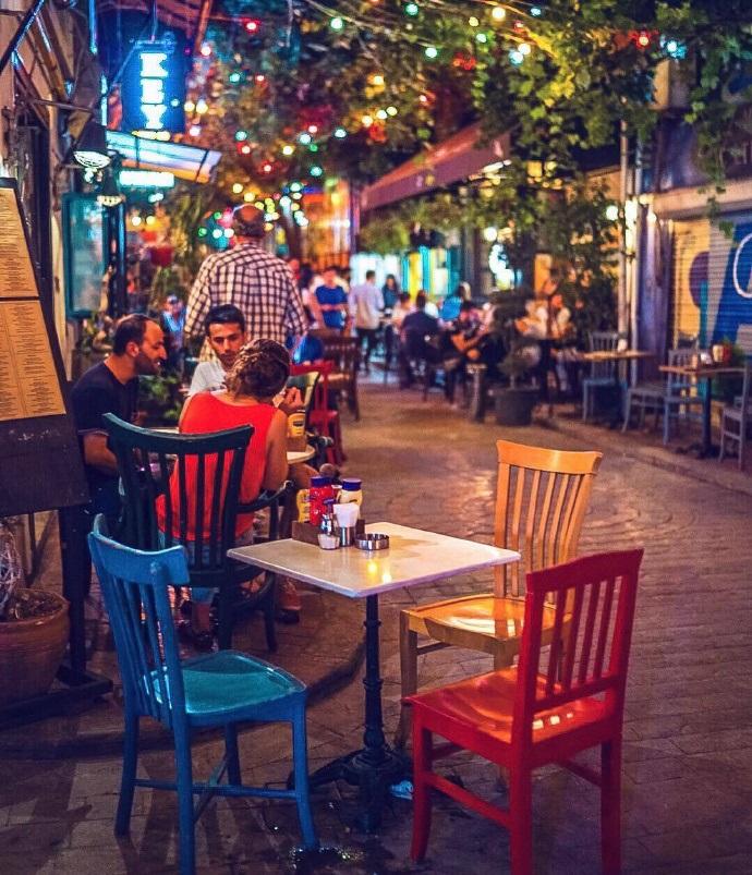绚丽多彩的伊斯坦布尔小镇夜景