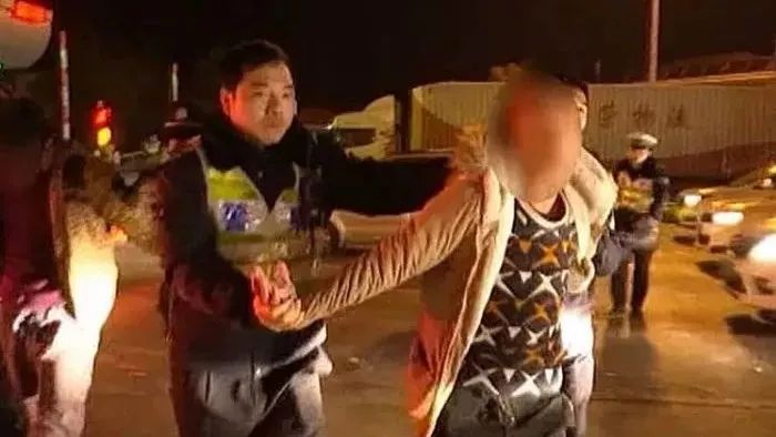 衢州警方上演惊心动魄30秒 成功解救被绑架人质