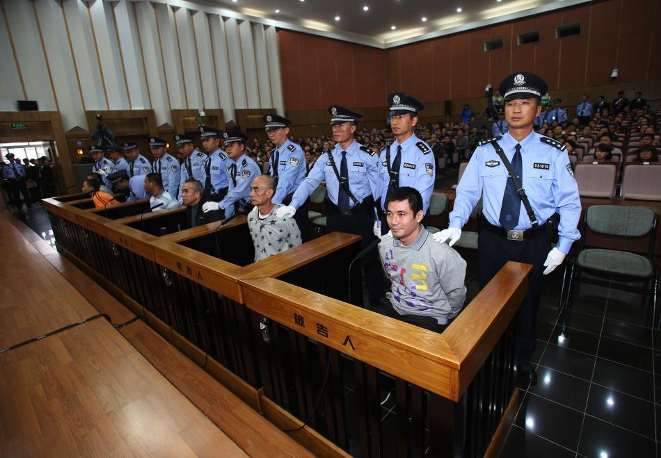 """2012年9月20日,涉嫌策划制造湄公河""""10·5""""中国13名船员遇害案的糯康等6名被告人,在昆明接受中国法律的公开审判。新华社记者 王申 摄"""